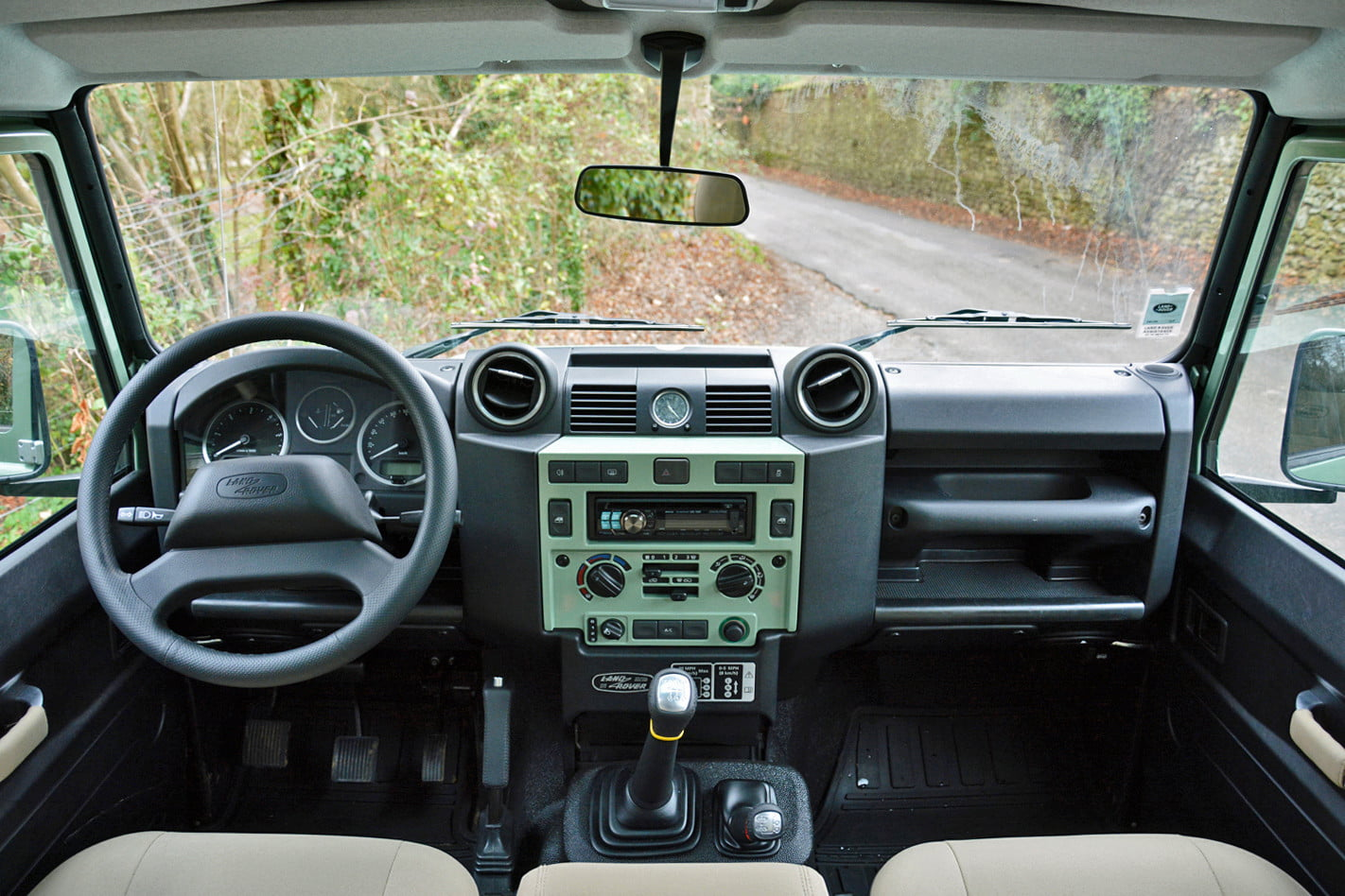 2015 Land Rover Defender Review on Pound Words