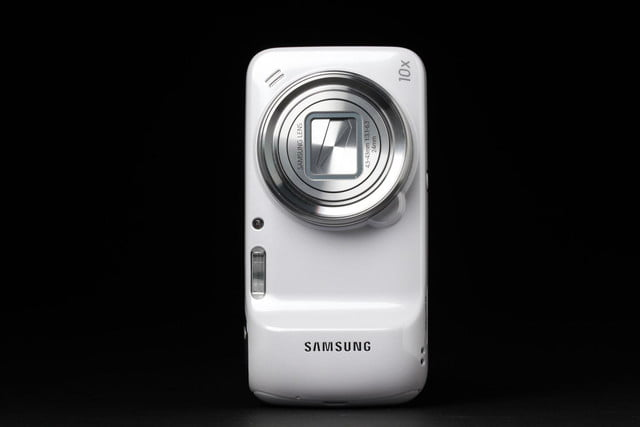 Samsung-Galaxy-S4-Zoom-upright-camera-closed