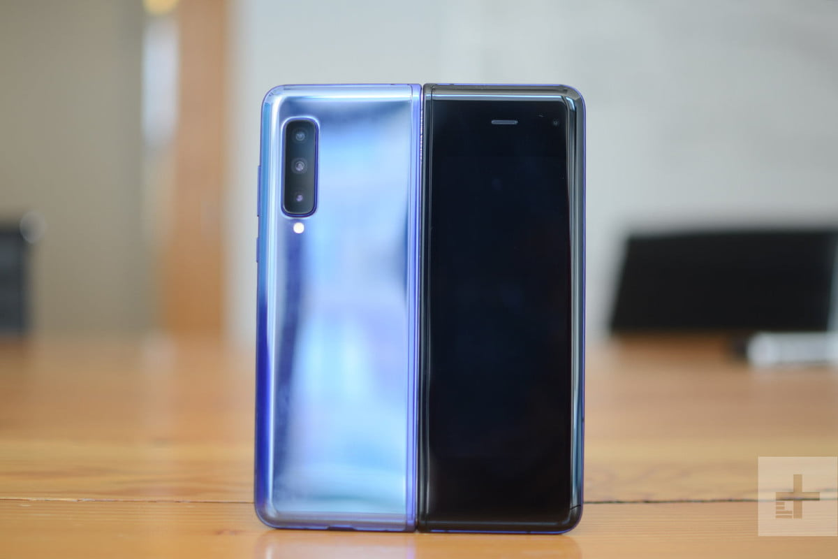 samsung galaxy fold review 23