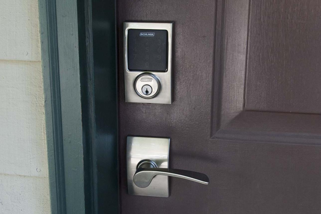 Schlage Connect Touchscreen Deadbolt With Alarm Be469nx Doorhandle
