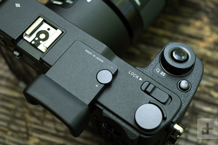 sigma sd quattro h review product shot
