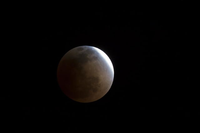 grab camera head outside now blood moon makes second appearance smp 20140414 eclipse progress 2