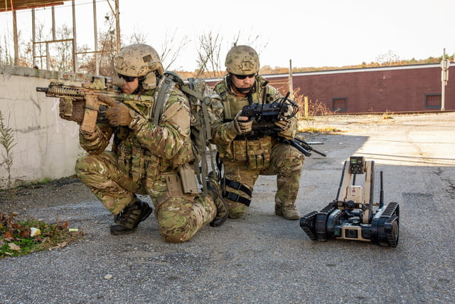 us army scorpion robot soldiers ready
