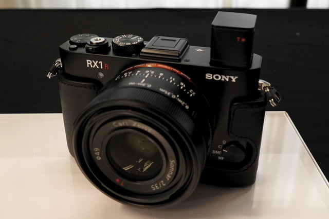 sony cyber shot rx1r 2 rx1r2 preview 3