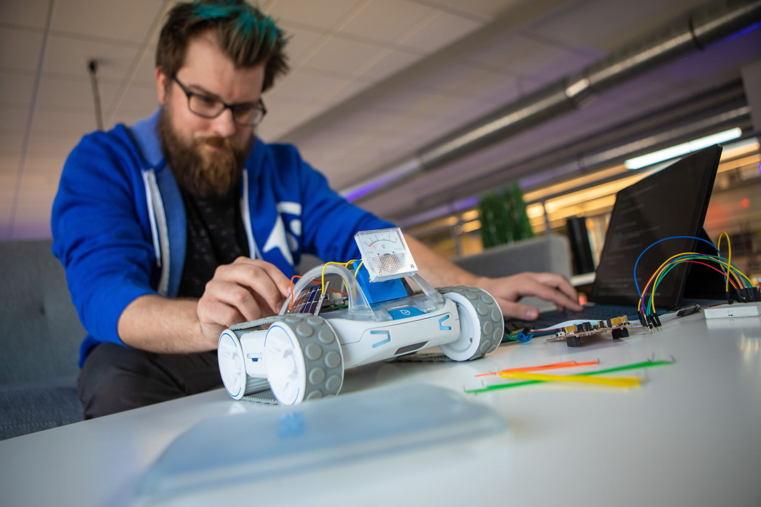 The new Sphero RVR is a fully programmable, expandable robot car
