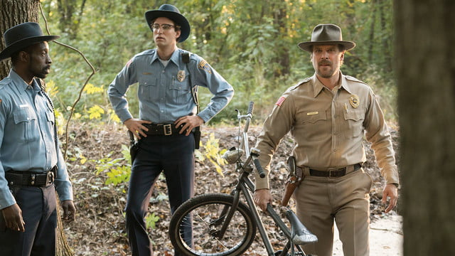 netflix stranger things first look st 101 102 unit 6680 r