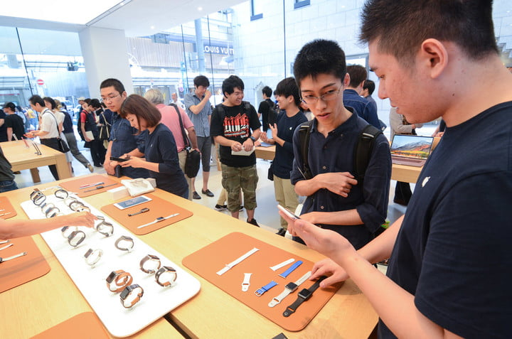 apple store opens in kyoto japan trevor mogg dt 11