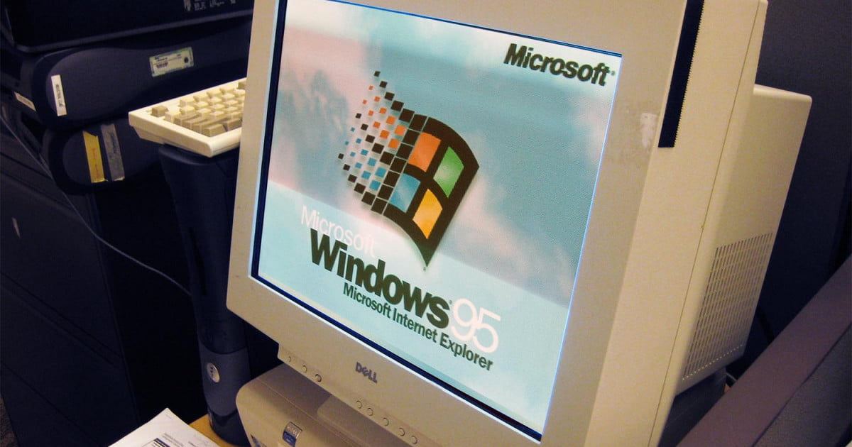 Teenagers React To Windows 95 Can T Imagine The Hardships