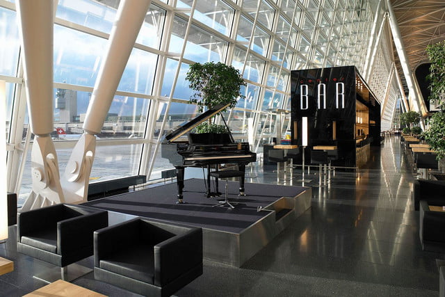 best airports for layovers z  rich airport airside center bar 1